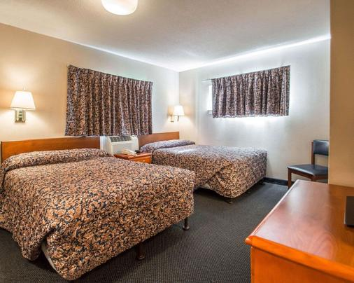 Suburban Extended Stay Hotel Airport - Tampa - Bedroom