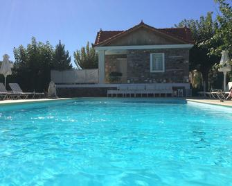 Oikies Small Elegant Houses - Mytiléna - Pool