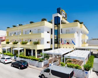 Hotel Luna Lido - Torre San Giovanni - Edificio