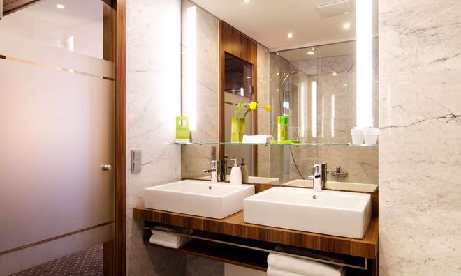 Living Hotel Düsseldorf By Derag - Düsseldorf - Bathroom