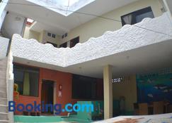 Hostal Cattleya - Puerto Baquerizo Moreno - Building