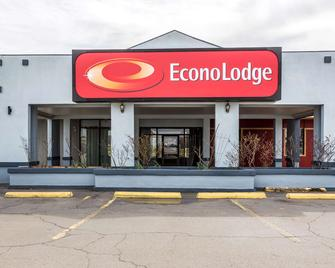 Econo Lodge - Durant - Building