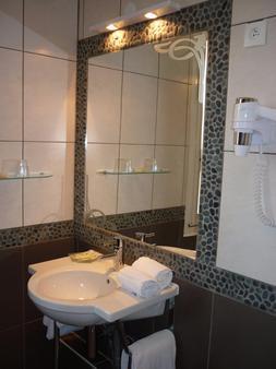 Adonis Sanary Grand Hôtel Des Bains - Sanary-sur-Mer - Bathroom