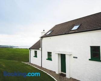 Ballylinny Holiday Cottages - Bushmills - Building