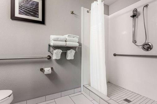Quality Suites Pineville - Charlotte - Pineville - Bathroom