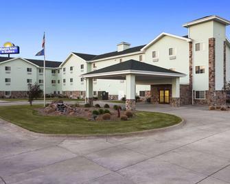 Days Inn & Suites by Wyndham Columbus NE - Columbus - Gebouw