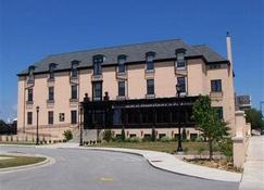 St. Brendan's Inn - Green Bay - Building