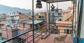 32 Steps Hostel - Kathmandu - Ban công