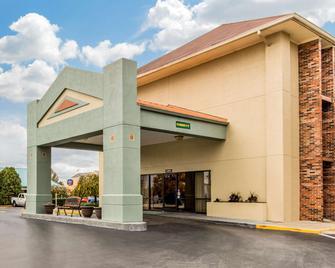 Quality Inn Opryland Area - Nashville - Building