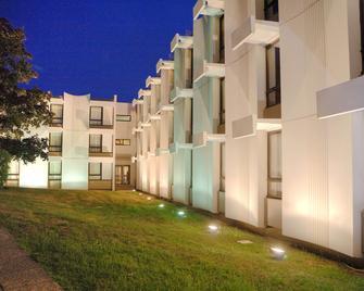Best Western Saint-Etienne Porte du Forez - Andrézieux-Bouthéon - Building