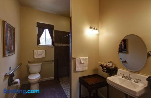 Lions Gate Manor Bed and Breakfast - Lava Hot Springs - Bathroom