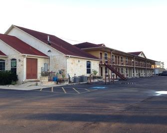 American Inn & Suites - Victoria - Building