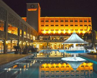 Amérian Hotel Casino Carlos V - Termas de Río Hondo - Pool