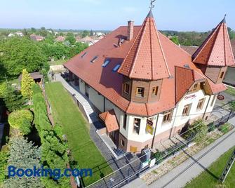Castrum Vendégház - Szigetszentmárton - Building