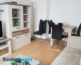 Apartment am Kaiserplatz - Дюрен - Living room