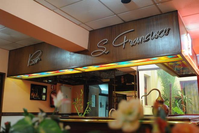 貝斯特韋斯特貝納多教堂酒店 - 法洛 - 法魯 - 酒吧