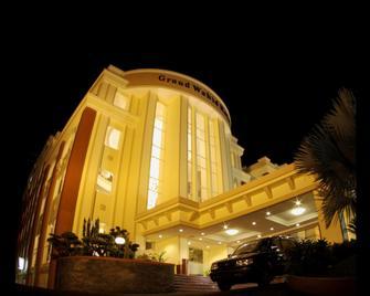 Grand Wahid Hotel Salatiga - Salatiga - Building