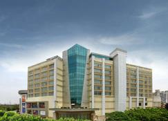 Mahagun Sarovar Portico Suites - Ghāziābād - Rakennus