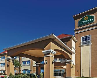 La Quinta Inn & Suites by Wyndham Angleton - Angleton - Building