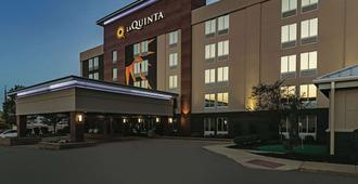 La Quinta Inn & Suites by Wyndham Cleveland Airport West - Норт-Олмстед