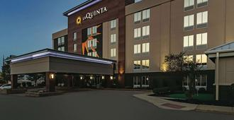 La Quinta Inn & Suites by Wyndham Cleveland Airport West - North Olmsted