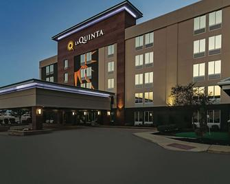 La Quinta Inn & Suites by Wyndham Cleveland Airport West - North Olmsted - Building
