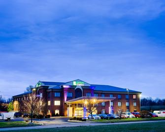 Holiday Inn Express & Suites Shelbyville - Shelbyville - Building