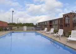 Days Inn by Wyndham Jonesboro AR - Jonesboro - Uima-allas