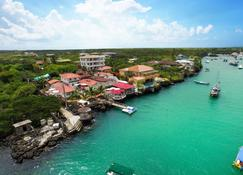 Angermeyer Waterfront Inn - Puerto Ayora - Outdoors view
