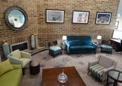 Best Western Warren Hotel - Warren - Lobby