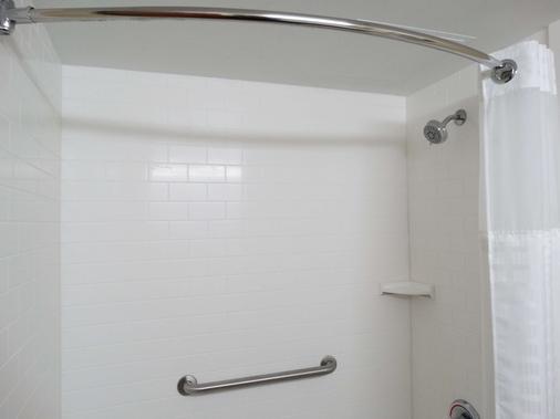Best Western Warren Hotel - Warren - Bathroom