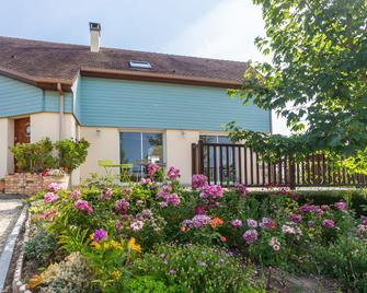 Maison d'hôtes Les Bruyeres - Livaie - Building
