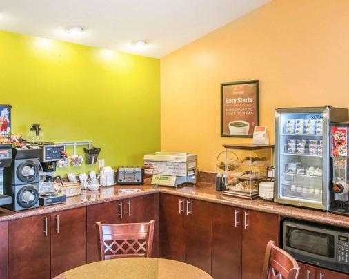 Econo Lodge Inn & Suites - Eau Claire - Buffet