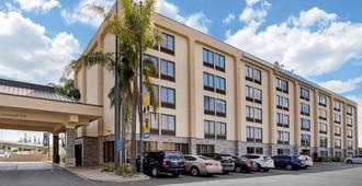 Comfort Inn & Suites Anaheim - Anaheim - Edificio