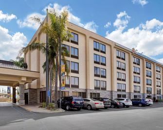 Comfort Inn & Suites Anaheim - Anaheim - Building