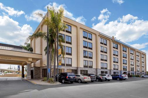Comfort Inn & Suites Anaheim - Anaheim - Toà nhà