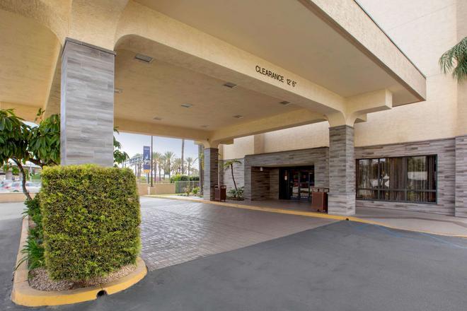 Comfort Inn & Suites Anaheim - Anaheim - Rakennus