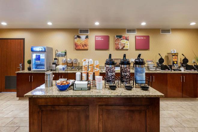 Comfort Inn & Suites Anaheim - Anaheim - Buffet