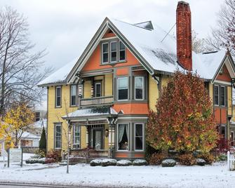 Ludington House Bed And Breakfast - Ludington - Building