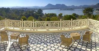 The Lalit Laxmi Vilas Palace - אודאיפור - מרפסת