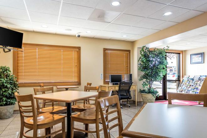 Econo Lodge Inn & Suites I-35 at Shawnee Mission - Overland Park - Restaurant