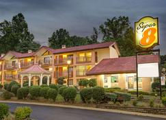 Super 8 by Wyndham Downtown Gatlinburg at Convention Center - Gatlinburg - Building