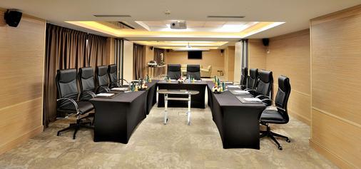 Royal Tulip City Center Tanger - Tangier - Business centre
