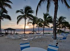 Grand Caymanian Resort - George Town - Strand