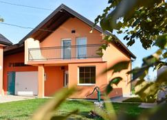 Private Rooms Choice - Velika Gorica - Building