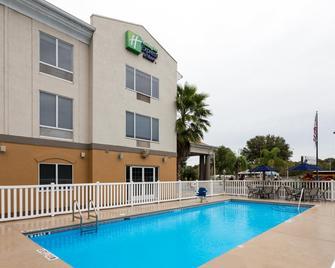 Holiday Inn Express & Suites Tavares - Leesburg - Tavares - Building