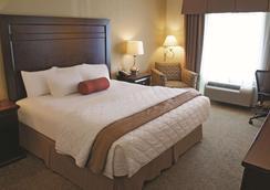 La Quinta Inn & Suites by Wyndham Bismarck - Bismarck - Bedroom