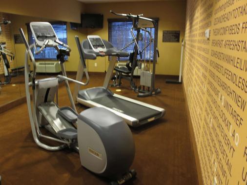 La Quinta Inn & Suites by Wyndham Bismarck - Bismarck - Gym