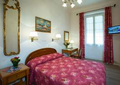 Hôtel Richelieu - Menton - Bedroom