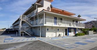 Motel 6 Twentynine Palms - Twentynine Palms - Building